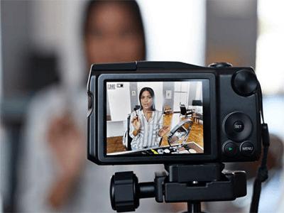 Video Blog Çeken Kadın